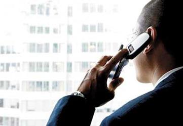 Homem falando no telefone celular - 19-07-07