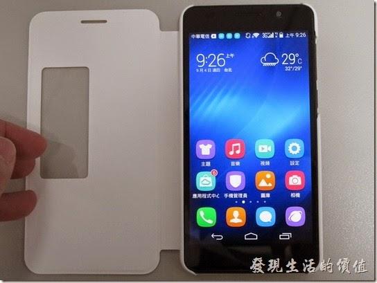 華為榮耀Honor6智慧型手機加了保護套以後的樣子。