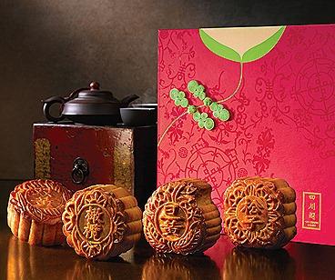 Szechuan Court Baked Mooncakes with Cheongsam-inspired Mooncak