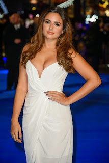 Nadia Forde Looks Gorgeous Cleavages Hot Boobs Bra Less Beauty