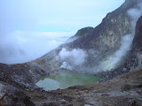The crater lake and fumaroles on Sibayak (Daniel Quinn, August 2011)