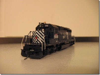 IMG_1129 Montana Rail Link 265 SD40-2 by Athearn