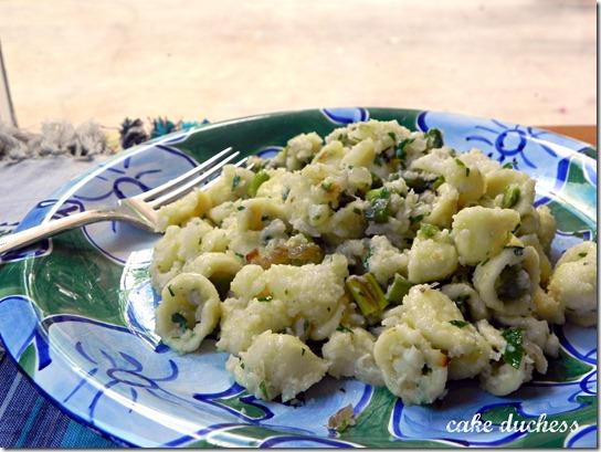 orecchiette-con-cavolofiore-e-asparagi-orecchiette-with-cauliflower-and-asparagus-2