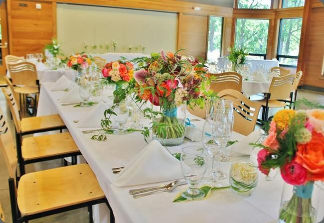 bouquets as centerpieces 1233594_10151893601943413_1150561759_n la petote floeur
