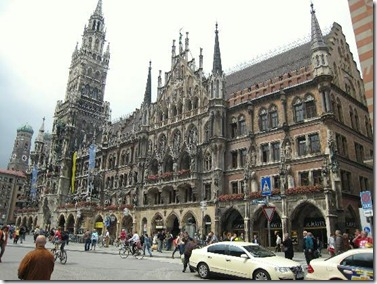 the-neus-rathaus-on-the
