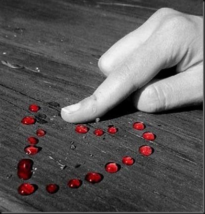 183-dedos-y-gotas-de-sangre-en-corazon3