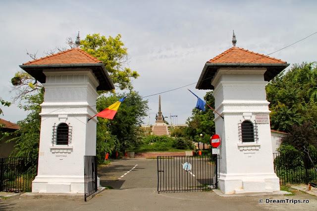 Monumentul Eroilor Tulcea 7117.JPG