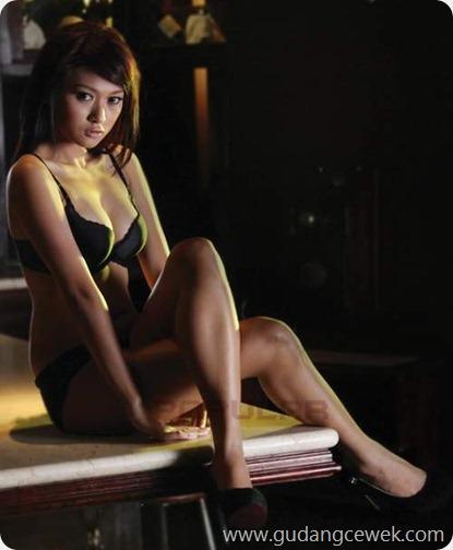 Julie Octha Hot Bikini || gudangcewek.com