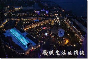 日本北九州-豪斯登堡。夜晚由「德姆特倫高塔」俯瞰豪斯登堡內的各處景象。