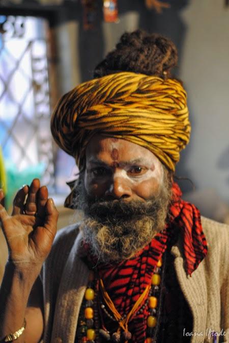 14. Swami binecuvantand in Rishikesh.jpg
