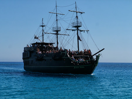 La mare in Cipru: Black Pearl, barca piratilor