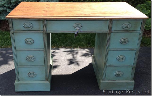 Provence Desk 049