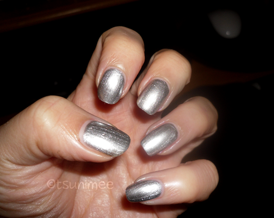 007rimmel-yourmajesty-nail-polish