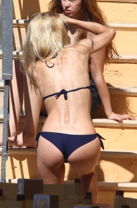 michelle-hunziker-bikini-italy-08