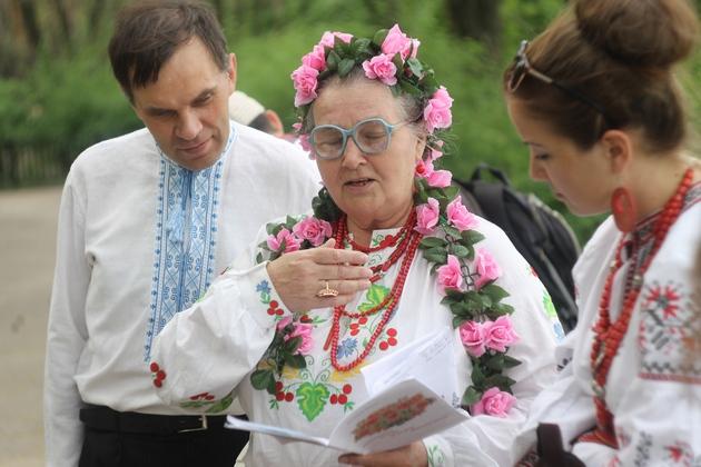 Валентина Мусіївна читає свої вірші