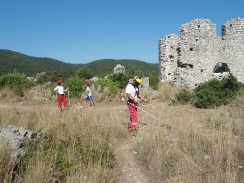 Καθάρισαν την Παλαιοχριστιανική Εκκλησία στο Φισκάρδο οι Εθελοντές Σαμαρείτες
