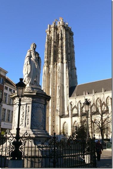 聖ロンバウツ大聖堂 Sint-Rmboutskathedraal + マルガレータ妃の像