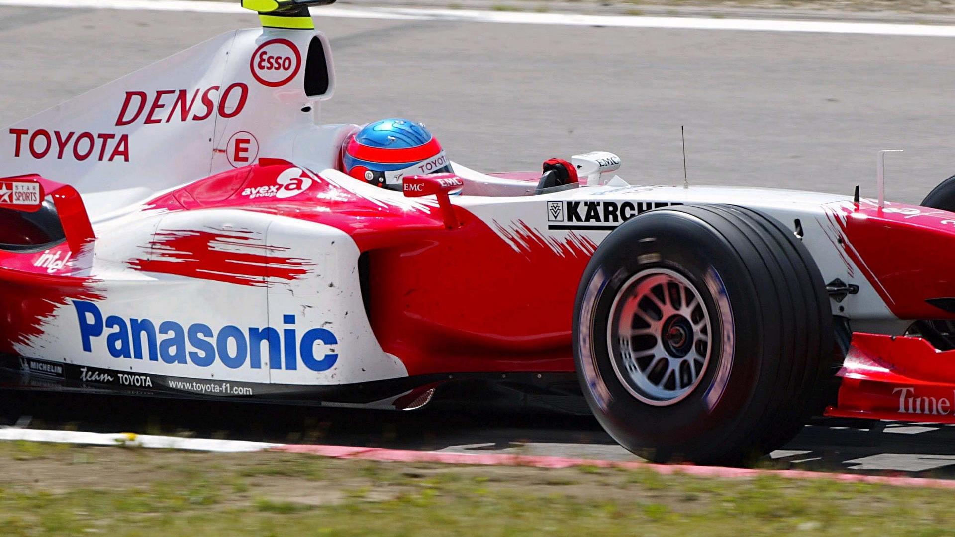 Toyota F1, equipe histórica de Formula 1 de 2004 - by f1-fansite.com