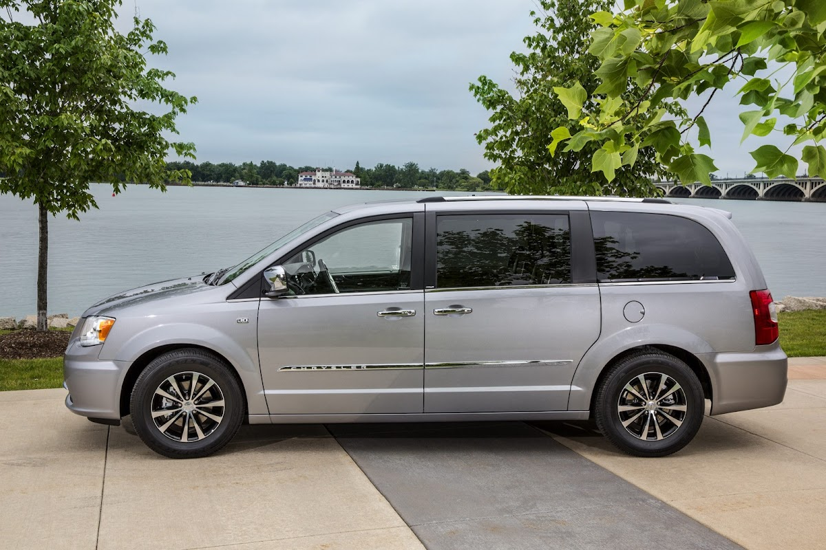 2014 chrysler town country 30th anniversary edition