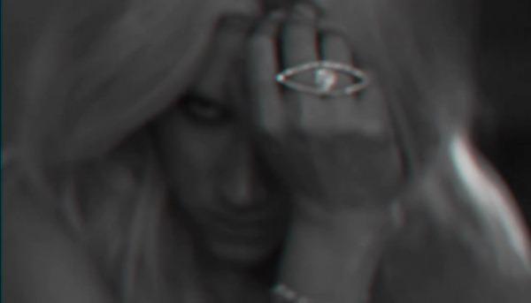 Ke$ha - Die Young.mp4_snapshot_00.10_[2012.11.14_16.45.35]