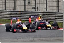 Daniel Ricciardo attacca Sebastian Vettel nel gran premio della Cina 2014