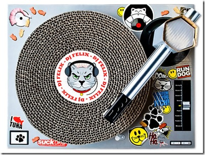 dj-felix-cat-scratching-mat