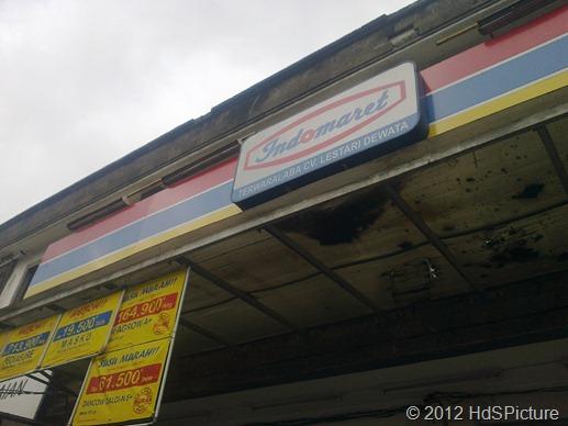 Indomaret Terwaralaba CV. Lestari Dewata. Terletak di depan pasar Ubung. Adalah tempat dimana aku membeli boneka untuk hadiah ulang tahun Anita