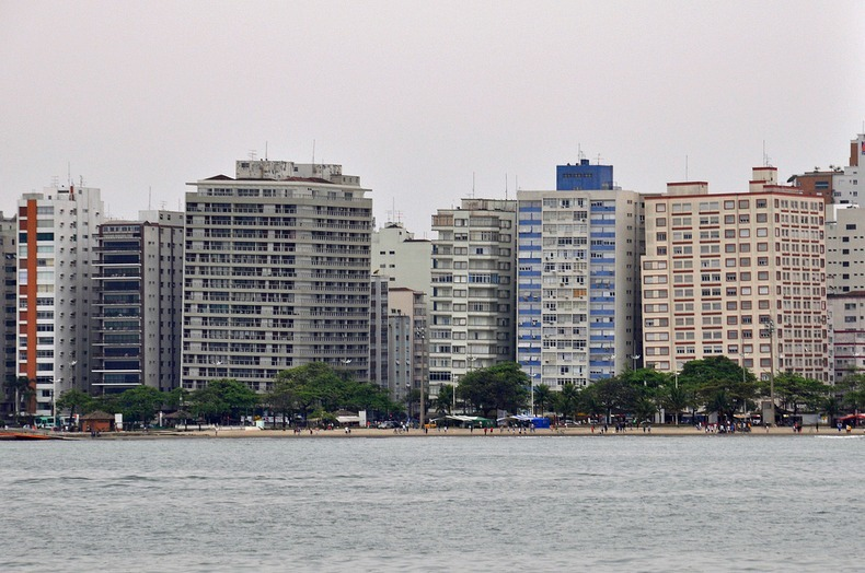 santos-leaning-buildings-3