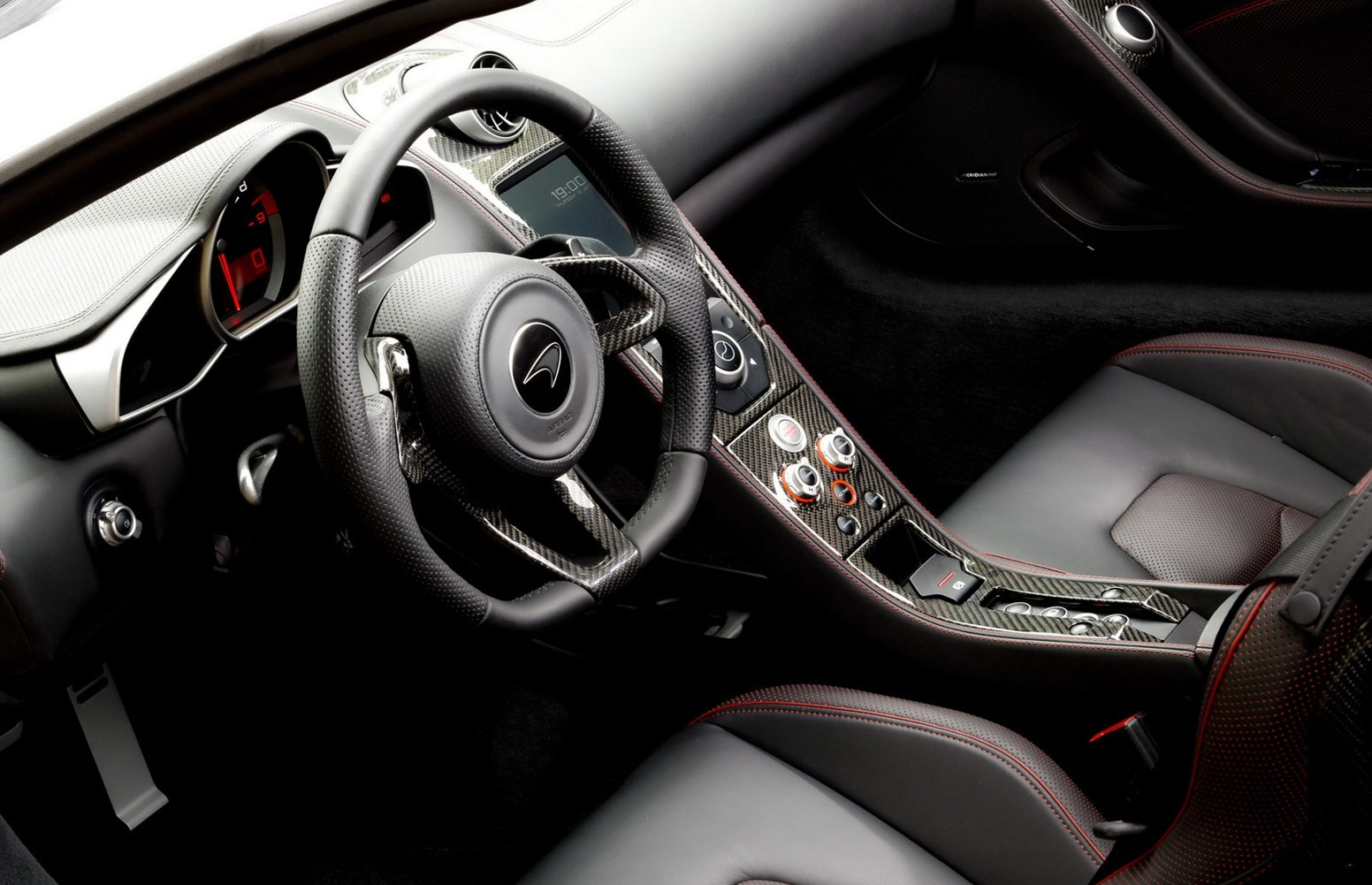 [Resim: 2013-McLaren-MP4-12C-Official-Interior-2...mgmax=1800]
