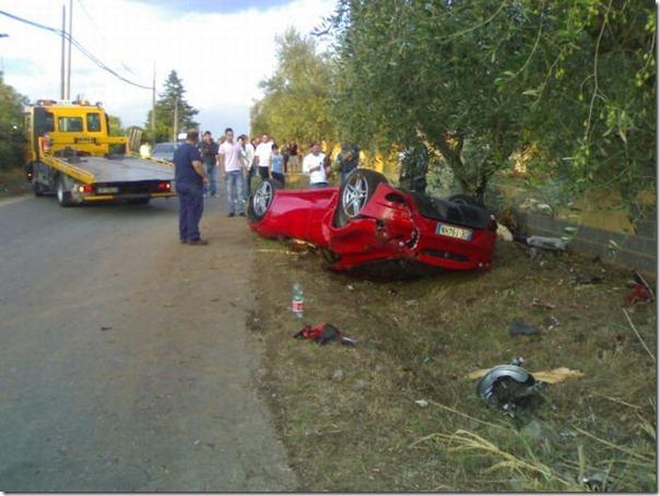 Uma Ferrari F430 destruida (2)