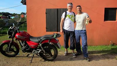 Razem Julio, który przechował mój motocykl przez 7 miesięcy