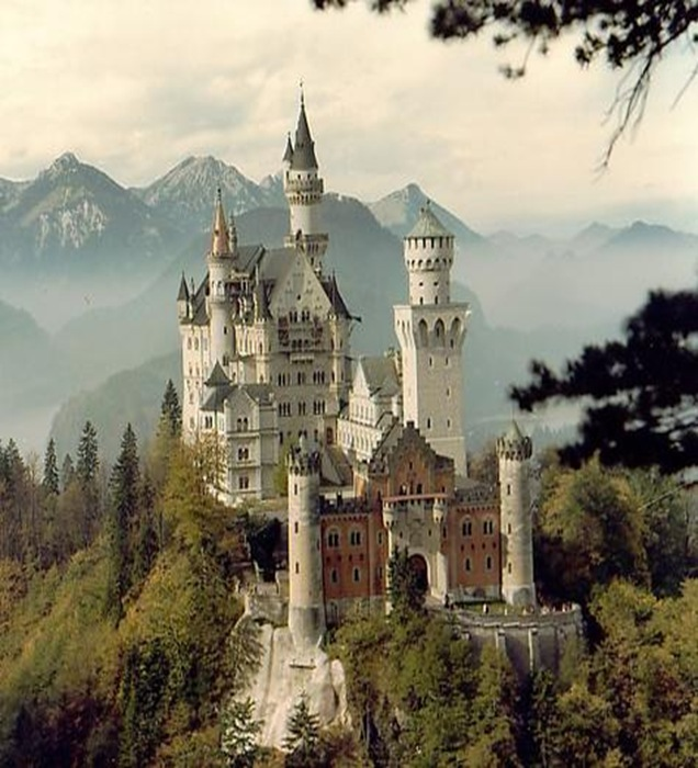 Bavaria-Neuschwanstein_Castle
