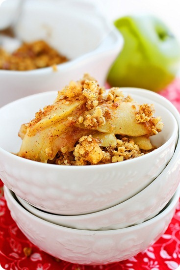 Light Apple Pecan Crisp – Cinnamon spiced, delicious with vanilla ice cream, and only 150 calories per serving! | thecomfortofcooking.com