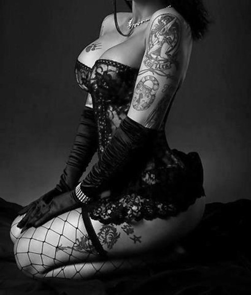 awesome_tattooed_beautiful_women_10