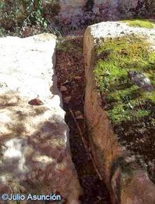 Cueva de Alaiz-Lezea - Bancos de piedra en la cavidad norte