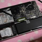 MacBook Pro 2011の裏蓋を開けたところ