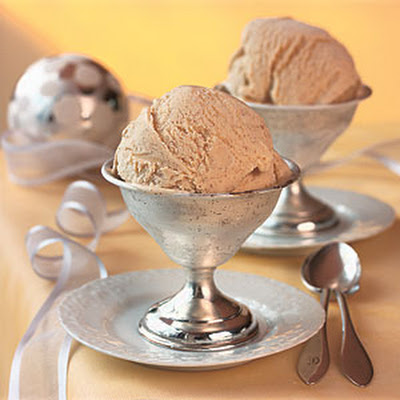 Creamy Eggnog Ice Cream