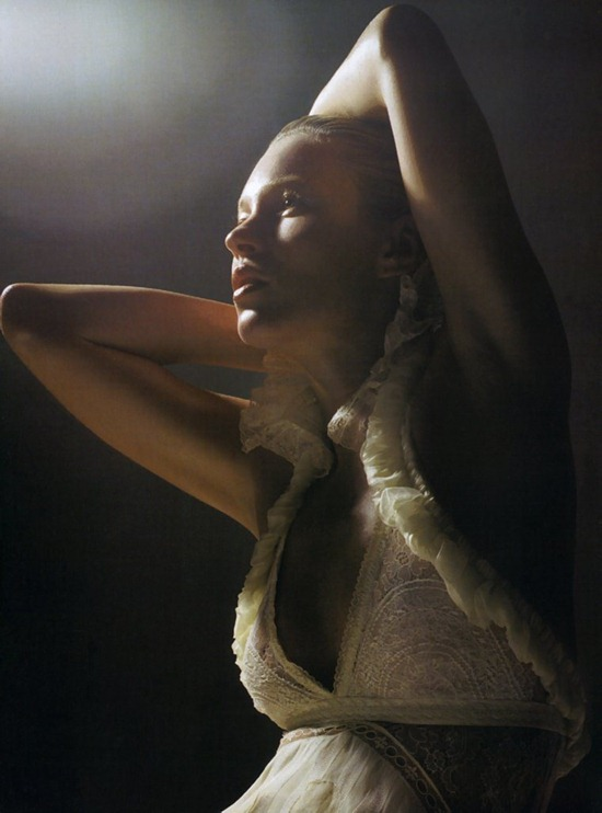 Vogue-Italia-March-2006-kate-moss-by-mario-sorrenti-2