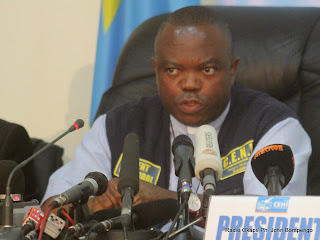 Le prsident de la Ceni, Daniel Ngoy Mulunda le 6/12/2011  Kinshasa, lors de la publication des rsultats partiels de la prsidentielle de 2011 en RDC. Radio Okapi/ Ph. John Bompengo