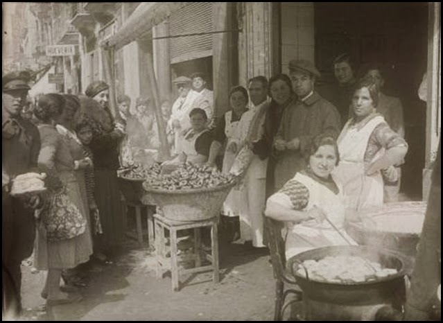 Buñolera en la calle Ruzafa 1925