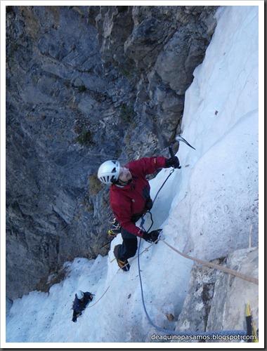 Cascada de Hielo de La Sarra 250m WI4  85º (Valle de Pineta, Pirineos) (Isra) 8196