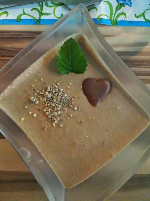 Mit viel Liebe dekorierte Mousse au Chocolat