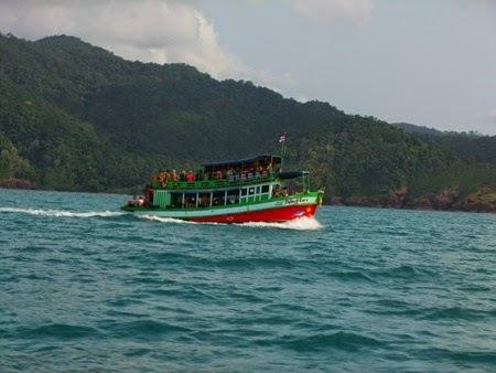 barco lento de Koh Chang a Koh Wai