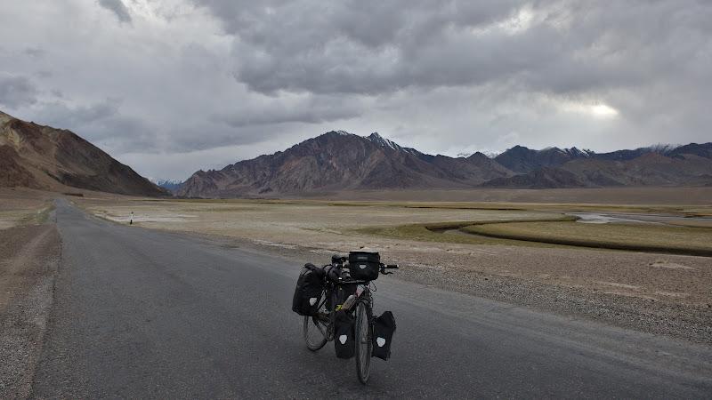 Ultimii kilometri inainte de lasarea intunericului in Murghab.