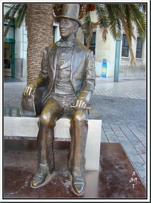 Malaga, ESTATUA DE HANS CHRISTIAN ANDERSEN,  Plaza de la Marina