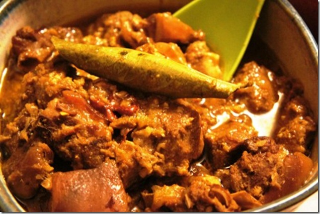 pork curry with gondhoraj lebu