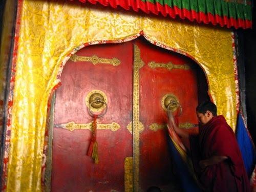Du lịch tâm linh hành hương Phật giáo - Người Áo Lam - 005