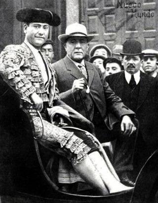 1909-05-27 (Nuevo Mundo Portada Bienvenida yendo a la plaza