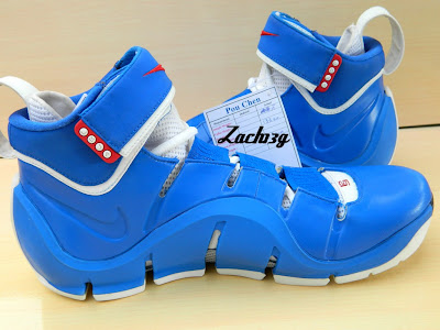 nike zoom lebron 4 ss white royal flexiposite 2 04 Throwback Thursday: Zoom LeBron IV Flexiposite Prototype
