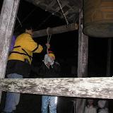 除夜の鐘つき。12月31日の夜、人が入れ替わりで108回、鐘をならす。